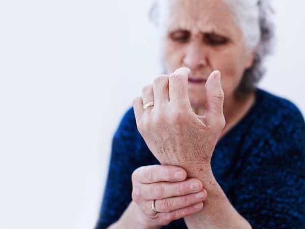 Боль, бессонница и депрессия у пожилых больных артрозом