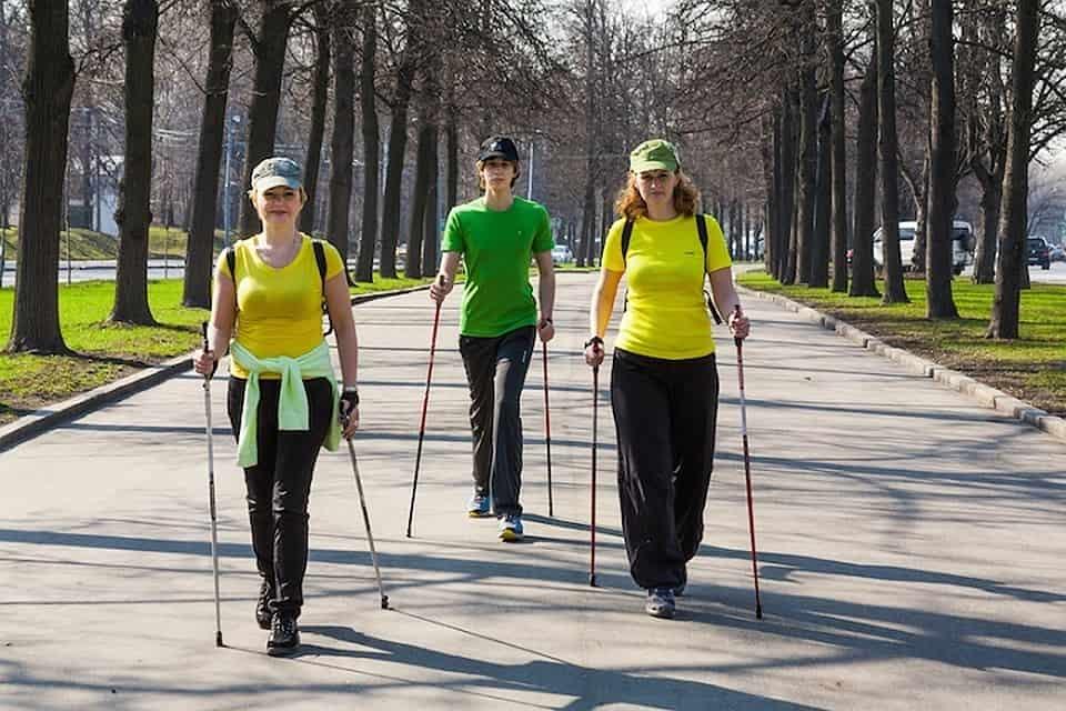 Можно ли заниматься скандинавской ходьбой при артрите коленного сустава