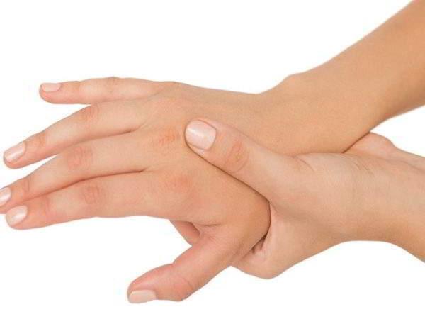 онемение большого пальца