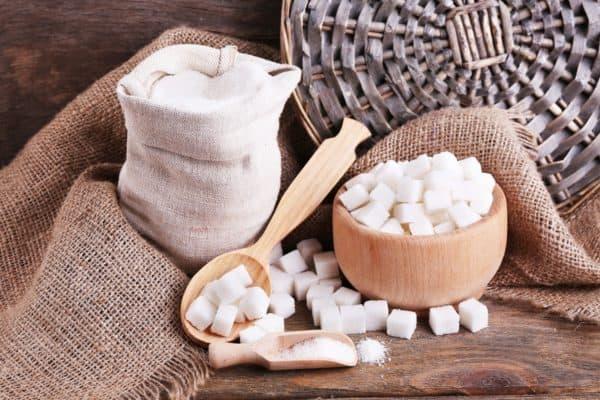 Сахар в мешках и рафинированный